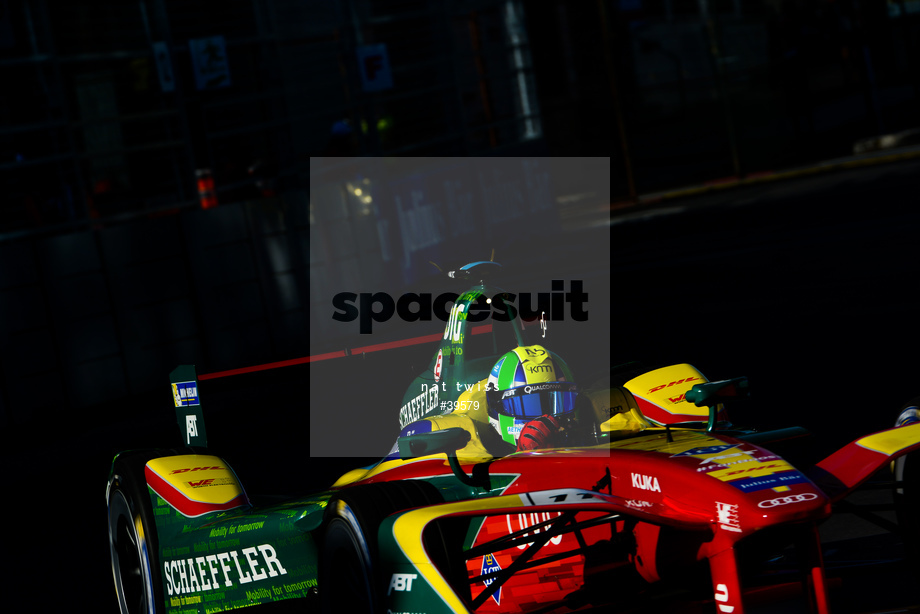 Spacesuit Collections Image ID 39579, Nat Twiss, Montreal ePrix, Canada, 29/07/2017 08:05:42